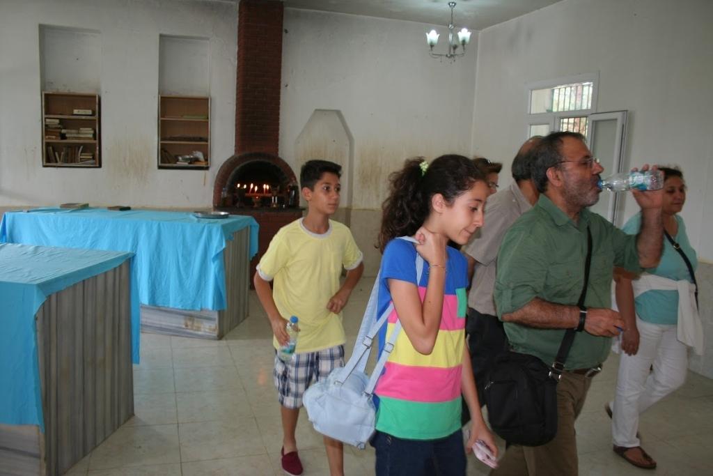 İkizlerin Yanyana Kabirleri ve Ziyaretçiler